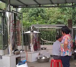 用酒厂酿酒设备做酒,通过吸引力法则赢得70%回头客
