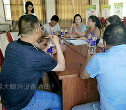 田局长一行八人来永州考察雅大酿酒设备,茶叶酒现代酿酒技术