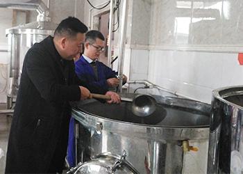 用雅大全自动酿酒设备、混蒸混烧工艺酿造美味浓香型白酒
