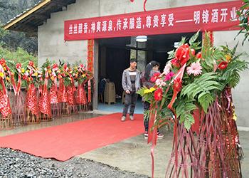 李哥借助雅大白酒酿造设备,推出时尚小酒抢占年轻人市场!