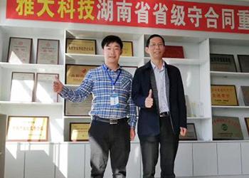 桂林小伙用1套白酒酿酒设备几百斤大米起步开酒坊!
