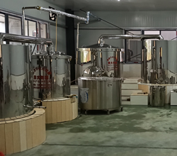 刘总回家开大型酿酒设备酒厂,实现中年留守村民再就业!